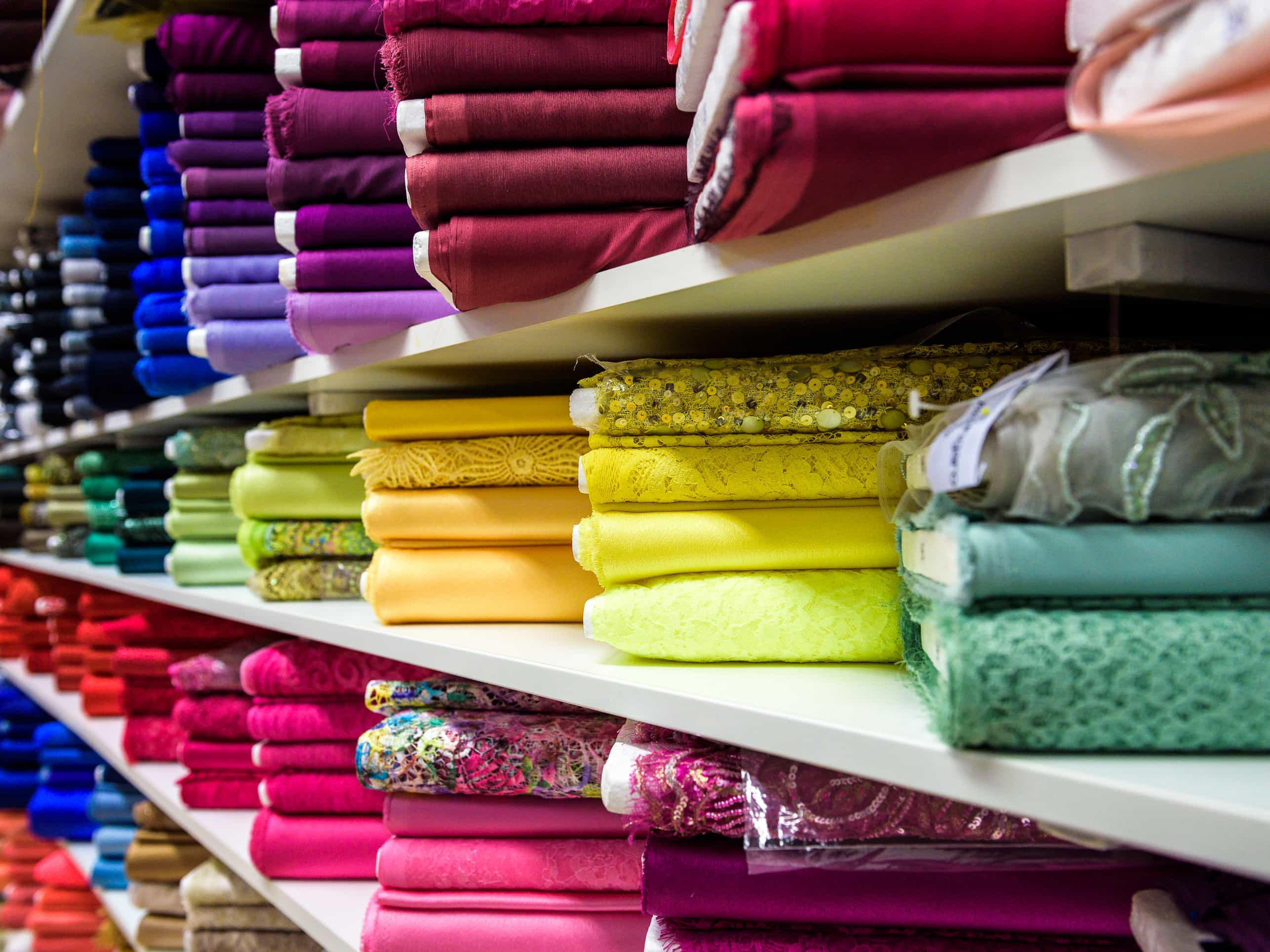 colore e stoffa per negozio localiarreda