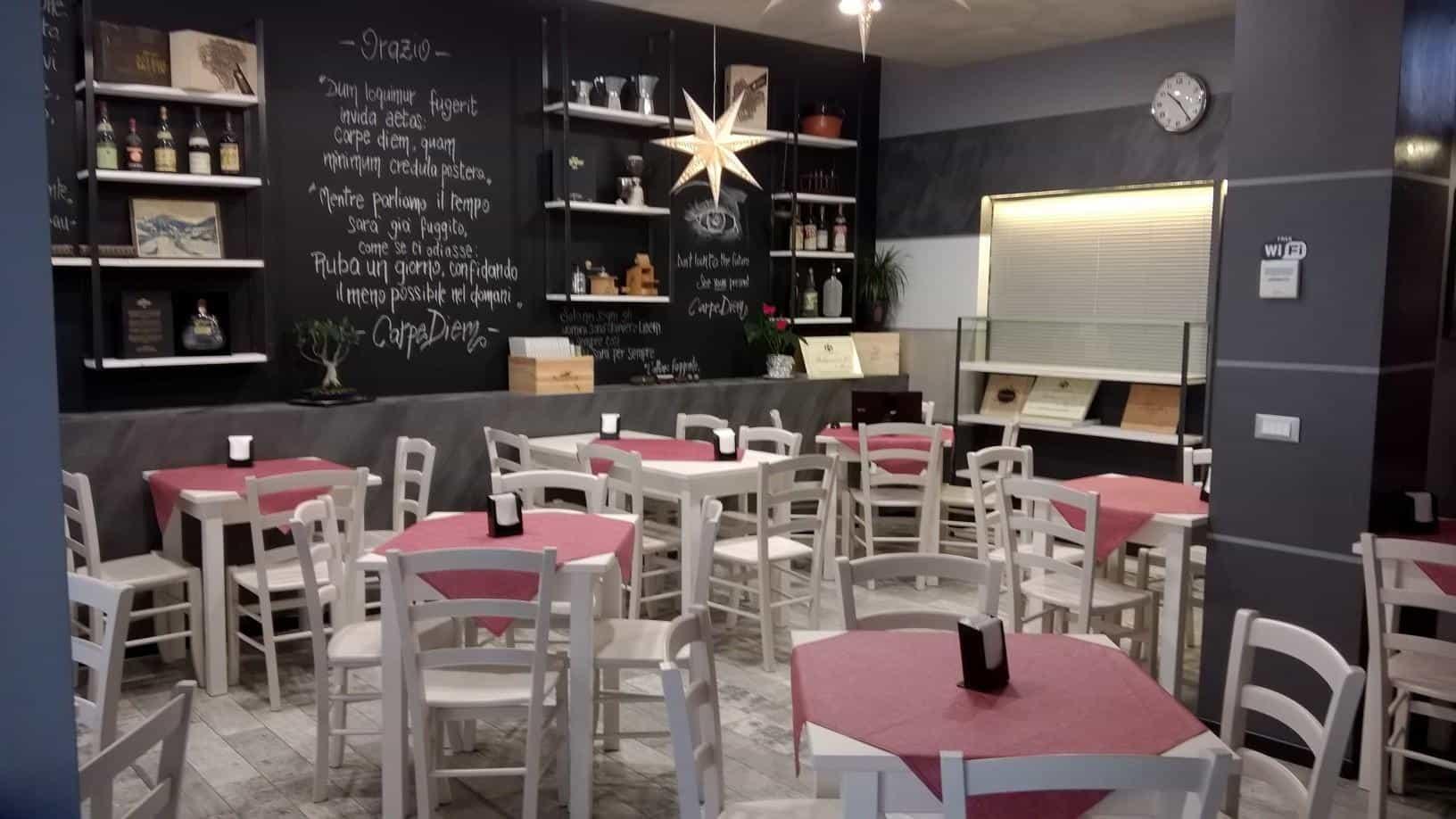 I tavoli e le sedie di un locale di successo localiarreda - Tavoli e sedie per pizzeria ...