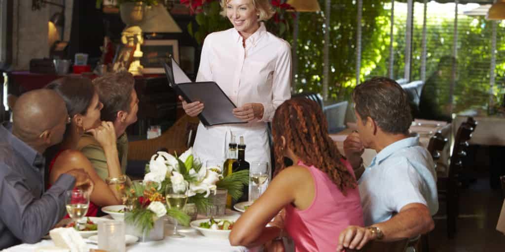 consigli per incassare di più camerieri ristorante localiarreda