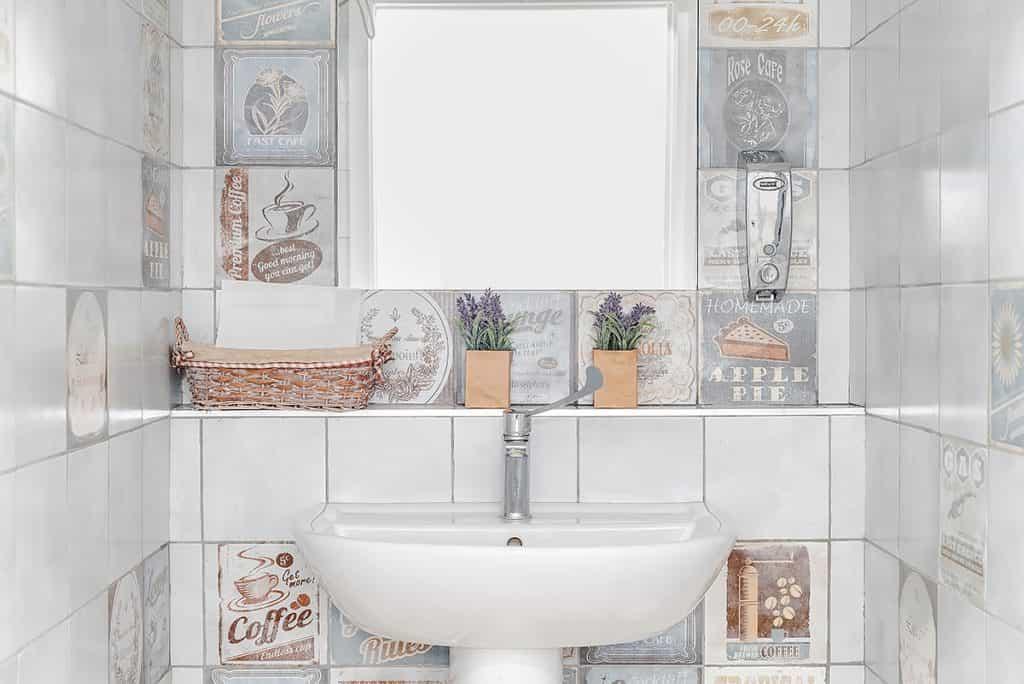 L'arredamento del bagno di un locale di tendenza